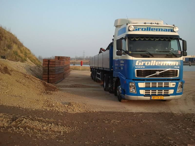 Grolleman transport can deliver crane mats on site.